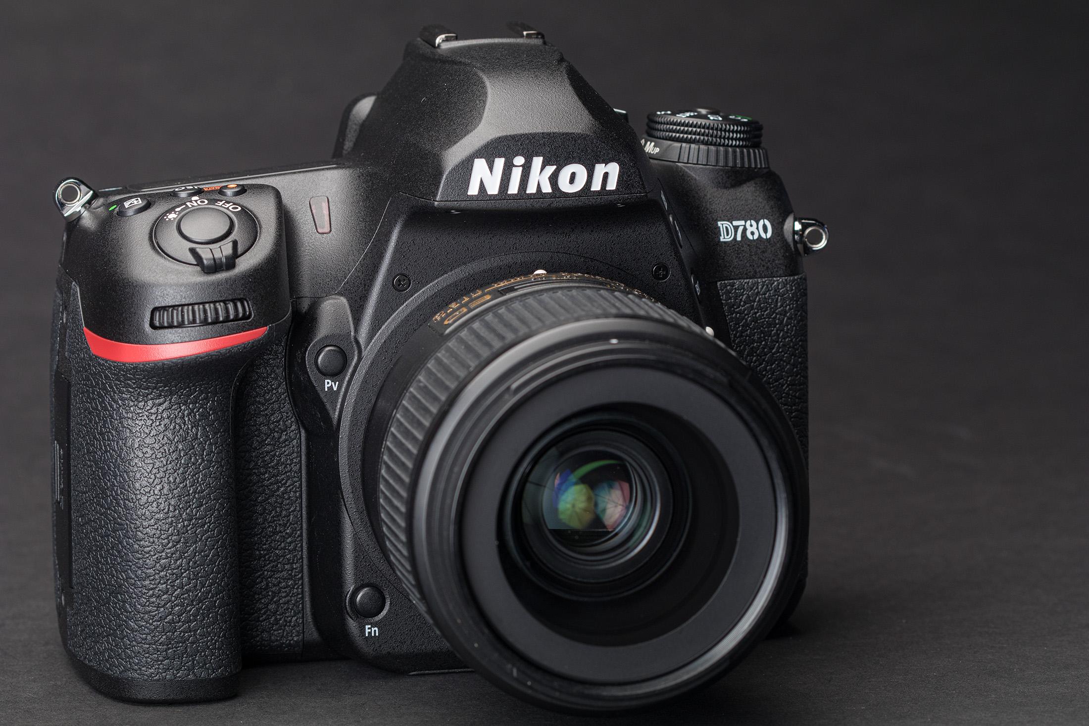 NIKON D7800 1